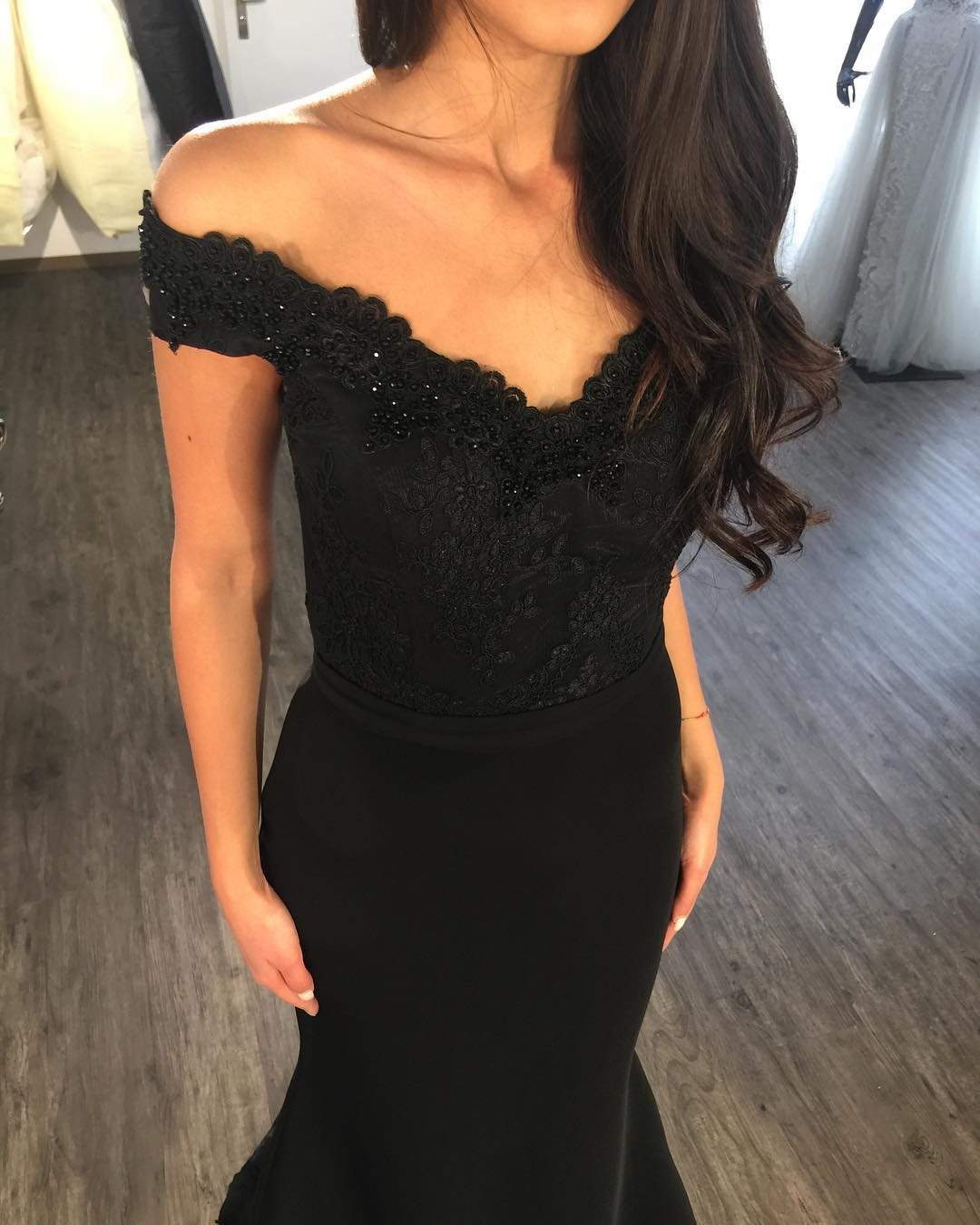 a510ac2d65e88 Elegant Mermaid Bridesmaid Dresses 2018 Vintage Beading Black Lace  Appliques Off Shoulder Long Bridesmaid Dress Sweep Train Evening Party  Gowns,Sexy Black ...