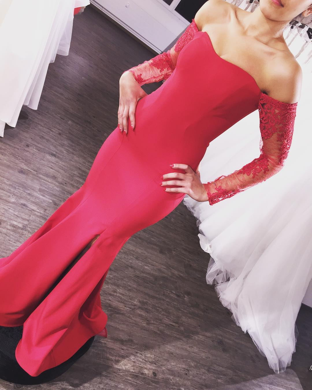 Cheap Price Red Mermaid Bridesmaid Dresses 2018 Sheer Long Sleeves Gowns for Wedding Party New Arrival Sweetheart Maid of Honor Dress with Side Slit Red White Dress