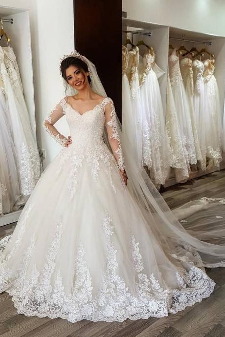Vintage White Lace Appliqued Wedding Dresses 2018 Plus Size V Neck Summer Pricess Wedding Gowns Sheer Long Sleeve Women Bridal Gowns Floor Length Bridal Gowns