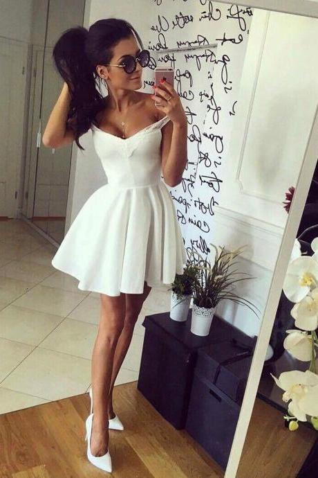 Off-The-Shoulder Short Satin Homecoming Dress,A line Mini Prom Gown,2018 Sexy White Short Prom Dresses, Mini Girls Gowns ,Wedding Party Dresses.Party Gowns .