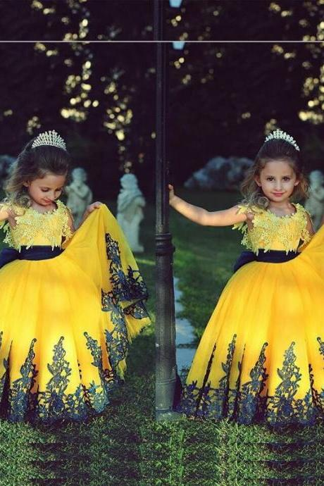 New Arrial Yellow Wedding Flower Girls Dresses, Pricess Flower Girls Gowns .A Line Girls Gowns .Hand Made Flower Girls Gowns .Lace Girls Gowns .Wedding Party Formal Girls Gowns
