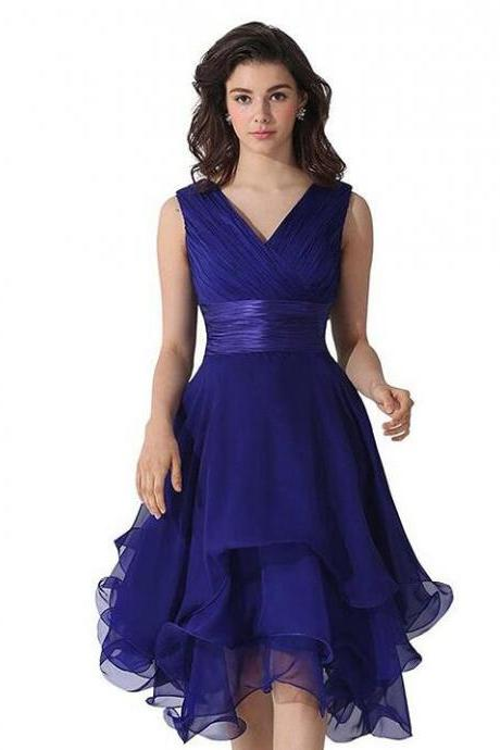 Plus Size V-Neck Short Bridesmaid Dresses Royal Blue Chiffon Girls Party Dress Cheap Prom Gowns ,Knee Length Wedding Guest Gowns , Short Bridesmaid Gowns .