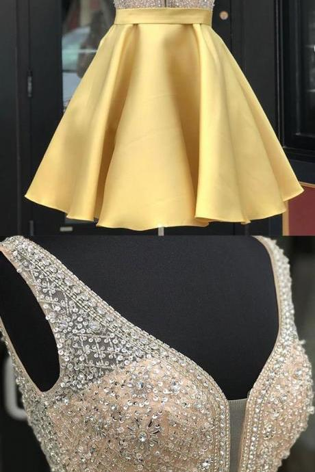 Charming Beaded Gold Satin Short Homecoming Dress Above Length Prom Party Gowns Custom Made Cocktail Gowns