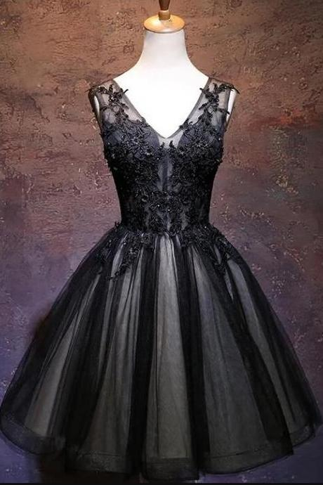 Fashion Black V-Neck Lace Short Homecoming Party Dresses A Line Cheap Party Gowns 2020 Sweet 16 Prom Gowns ,Junior Party Gowns