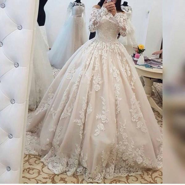 2018 Romantic Lace Wedding Dresses with Long Sleeves Ball Gown Wedding Gowns Bridal Bride Dresses Off the Shoulder Wedding Dresses vestido de noiva ,Ivory Wedding Gowns , Arabic Wedding Dress Plus Size