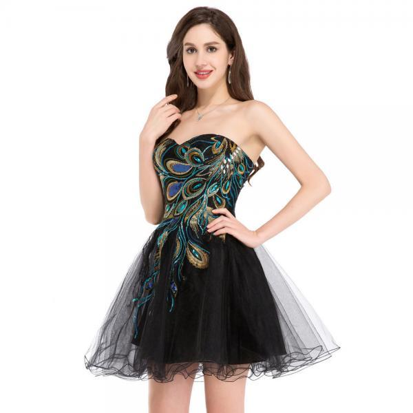 Off Shoulder Black Tule Short Homecoming Dress With Embridery Peacoclk Mini Cocktail Gowns