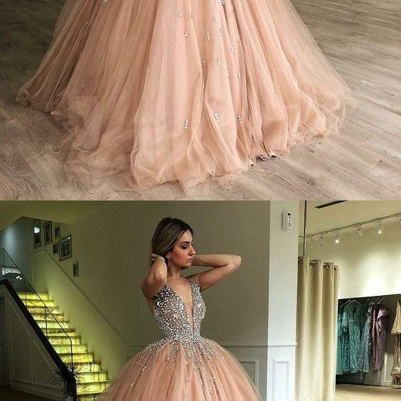 Luxury Crystal Beaded Deep V-Neck Ball Gown Quinceanera Dresses With Beaded Champagne Tulle Long Party Gowns
